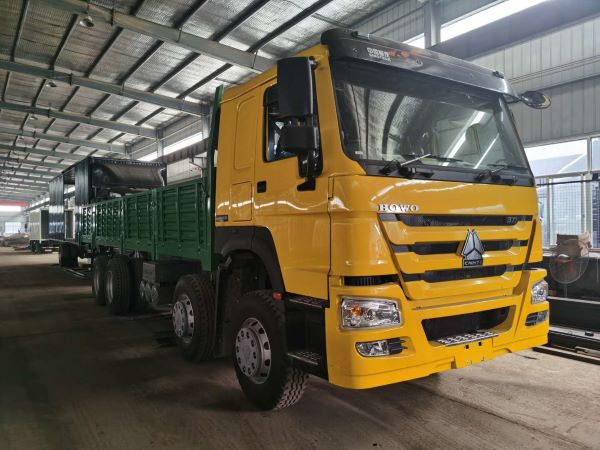HOWO SIDE WALL CARGO TRUCK