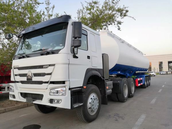 Fuel Tanker Trailer With HOWO Tractor Truck For Export