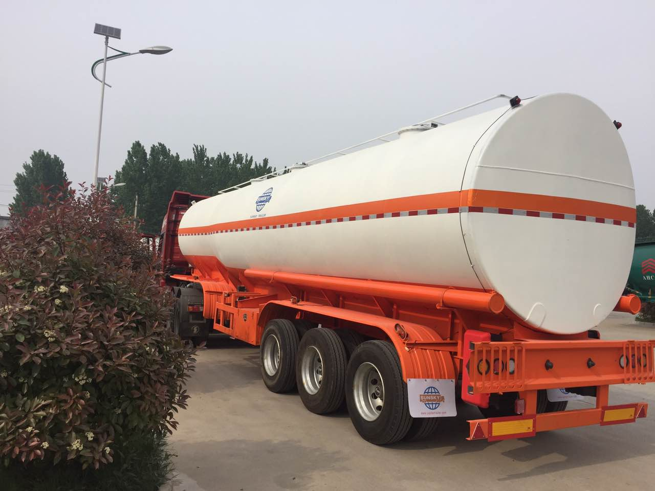 20units of sunsky brand new fuel tanker trailers are shipped to Mozambique