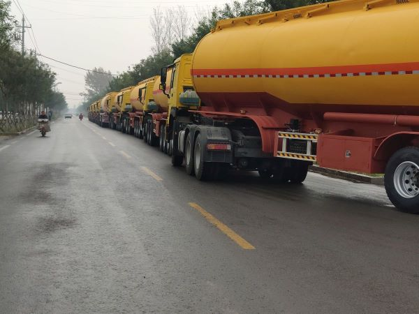 20 units fuel tanker trailers with howo tractor trucks for sale Africa