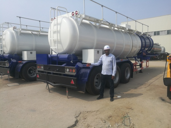 Welcome to our client from Zambia to visit  acid tanker trailer factory